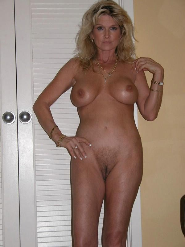Classy naked mature hotwife pictures
