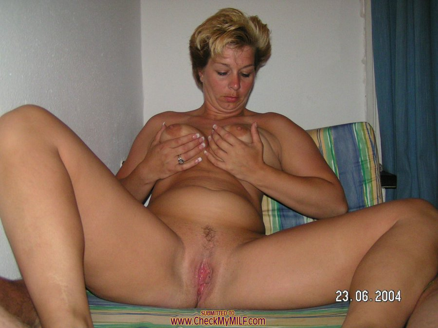 Private naked mature wife